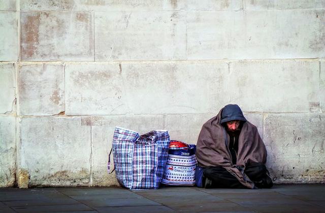 Comment aider une personne sans-abri ?