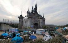 Dismaland est démantelé et transformé en abris pour les réfugiés de Calais