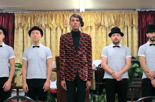 Stromae s'épouse lui-même, et chante « Tous les mêmes » a cappella