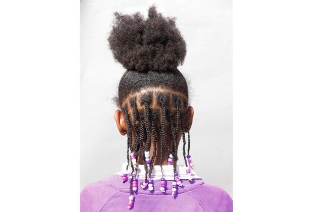 La beauté des cheveux crépus à l'honneur dans un photoshoot