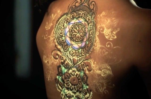 Le mapping de tatouage, un art éphémère à découvrir dans une vidéo époustouflante