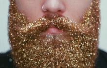 La barbe à paillettes, tendance étincelante pour les fêtes de fin d'année