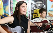 Lisa Mitchell chante «Wah-Ha» en acoustique