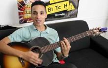 Anwar chante «Let's Get Along» à la guitare acoustique
