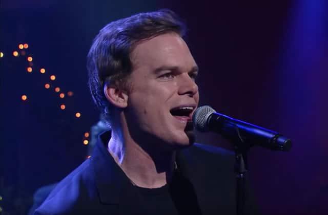 Michael C. Hall interprète «Lazarus» de David Bowie, en live chez Stephen Colbert