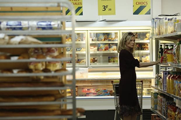 michelle-pfeiffer-supermarket-malavita