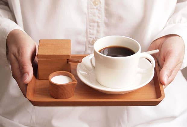 s lection d co sp ciale plateaux pour un service quatre. Black Bedroom Furniture Sets. Home Design Ideas