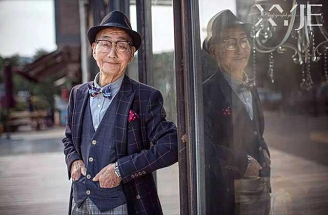 Un grand-père de 85 ans transformé en mannequin par son petit-fils