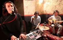 Ninety's Story chante «Church» en électro-acoustique