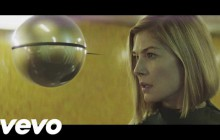 Massive Attack sort le clip de « Voodoo in my Blood », avec Rosamund Pike (« Gone Girl »)