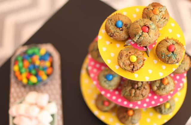 Muffins poire et M&M's — Recette pour un goûter de beau gosse