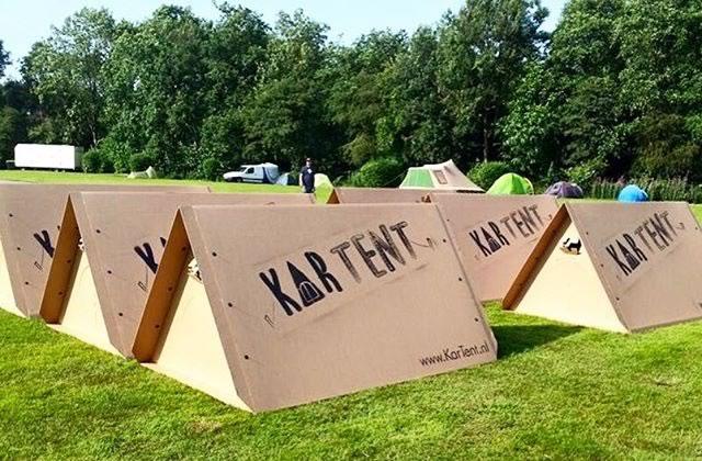 La tente en carton, le nouveau must-have des festivaliers?