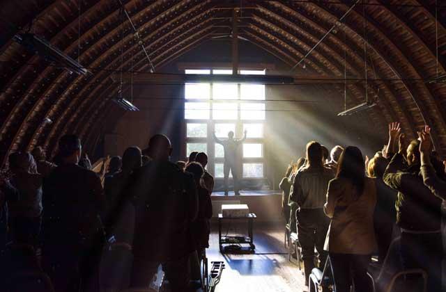 «The Path» vous plonge dans un mouvement aux côtés de Hugh Dancy & Aaron Paul