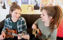 Les soeurs de Yes Uke Can reprennent « True » au ukulele