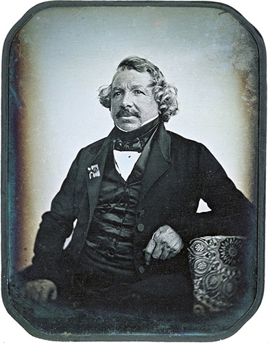 Louis-Daguerre-autoportrait-small