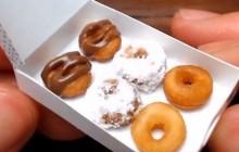 Des donuts minuscules fabriqués dans une cuisine minuscule, c'est… fascinant