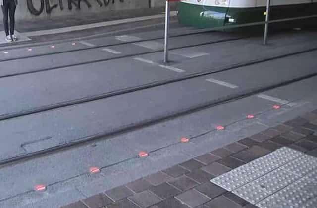 Les feux piétons au sol protègent les accros au smartphone