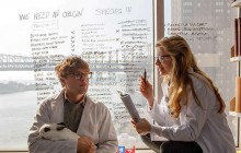 Les filles seraient moins bonnes dans les études scientifiques… d'après leurs camarades masculins