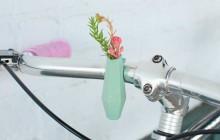 Décorez vos vélos avec de délicats vases à fleurs parfaits pour le printemps!