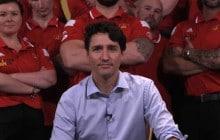 Pour les «Invictus Games», Justin Trudeau fait une pompe sur une main