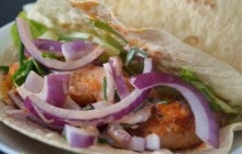 Tacos au poulet frit et à la sauce piquante—Recette qui croustille