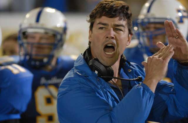 Cinq raisons pour lesquelles je veux me faire adopter par le coach Taylor de «Friday Night Lights»
