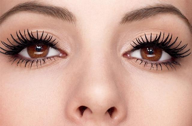 Les soins pour les cils vous donneront des yeux de biche!
