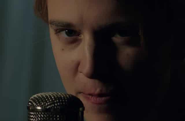 Tom Odell chante «Concrete»… sans son piano!