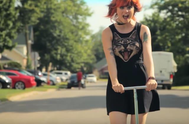 Get the Look — Raffy, pétillante chanteuse québécoise qui en met plein les yeux