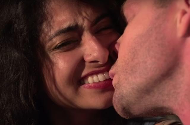 « Souris!», une injonction sexiste bien relou moquée dans une vidéo