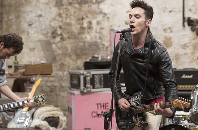 The Clash reprend vie dans « London Town », avec Jonathan Rhys-Meyers !