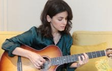 Katie Melua chante Dreams on Fire à la guitare, et ça donne des frissons