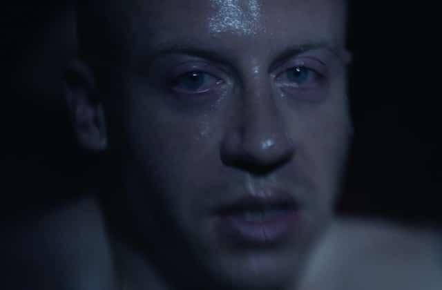 Macklemore combat son addiction à la drogue dans le clip poignant «Drug dealer»