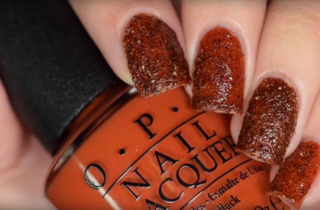 Le pumpkin spice nail-art, un WTF beauté automnal