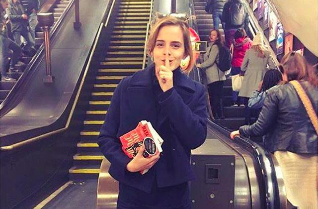 Emma Watson abandonne des livres dans le métro… avec un secret à l'intérieur