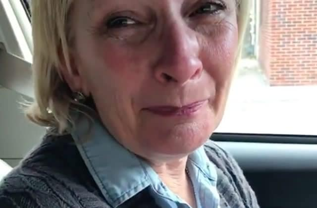 Les larmes émouvantes d'une retraitée ayant ENFIN pu voter pour une femme aux Présidentielles
