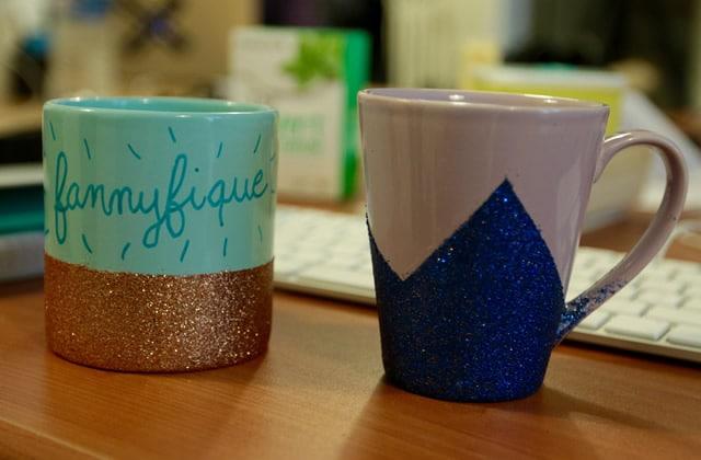 Des mugs à paillettes DIY pour illuminer tes pauses-café