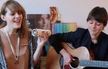 Charlotte Savary interprète «A movie», une jolie ballade guitare-voix