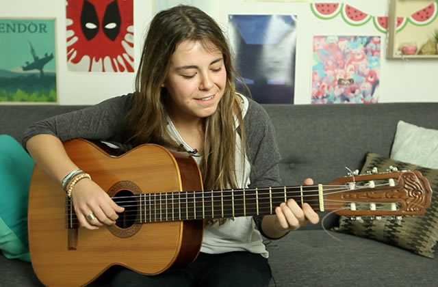Chine Laroche joue Only thing I need en acoustique