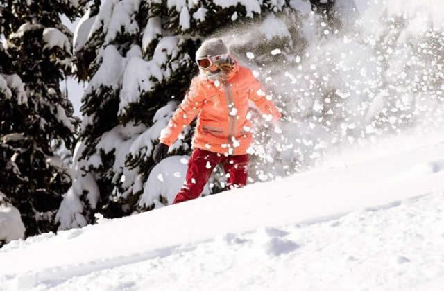 Sélection shopping pour être plus éclatante que la poudreuse pendant tes vacances au ski
