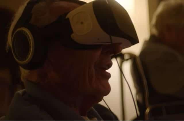 À 90ans, ils revivent leurs voyages grâce à la réalité virtuelle (et c'est TRÈS émouvant)
