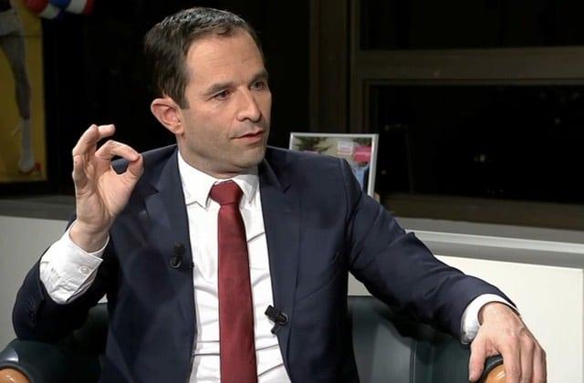 Benoît Hamon veut verser un revenu de base de 600€ aux 18-25ans