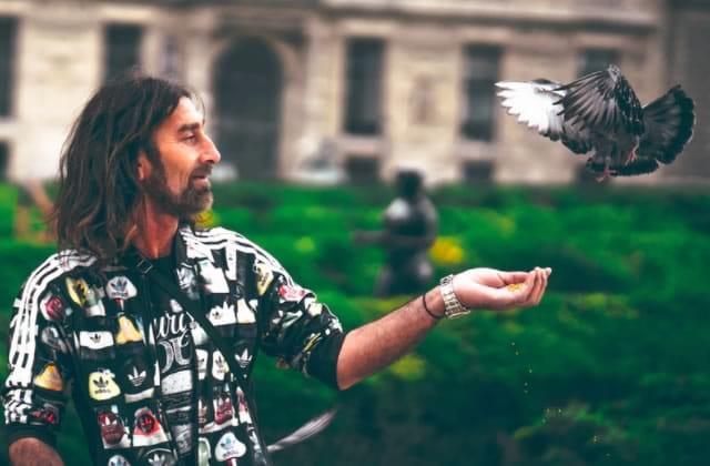 Le breadcrumbing, la technique de «drague» qui prend ses cibles pour des pigeons