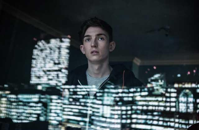 Netflix présente iBoy, un étrange téléfilm aux allures de Misfits avec Maisie Williams (Arya Stark)