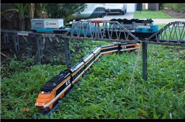 La vidéo de train en LEGO qui fascine l'Internet (et nous aussi)