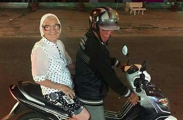 Baba Lena, 89ans, voyage seule autour du monde… et ça lui réussit!