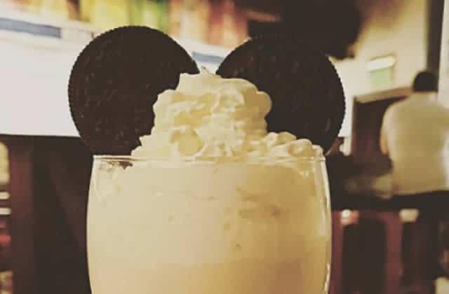Un bar à cocktails Disney, ces mots signifient que tu vivras ta vie sans aucun souci