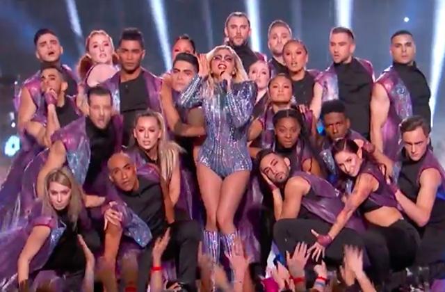 Lady Gaga offre un show à couper le souffle (littéralement) à la mi-temps du SuperBowl2017