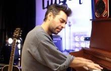 Leif Vollebekk et son piano nous envoûtent avec «All Night Sedans»