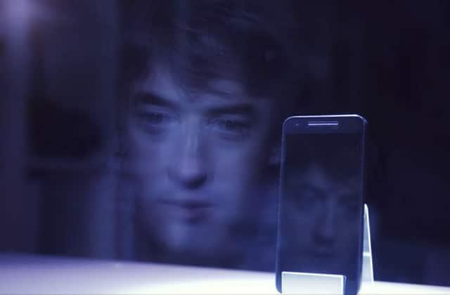 «Je suis tout pour toi», le court-métrage qui parle de notre addiction aux smartphones